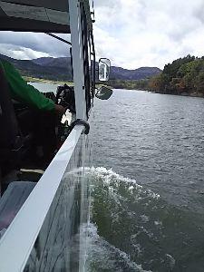 70才以上の部屋ですよ。 昨日の水陸両用バス、ダム湖を走りましたよ。 バスと船舶、両方の免許をもった運転手さんで、 水上で何か
