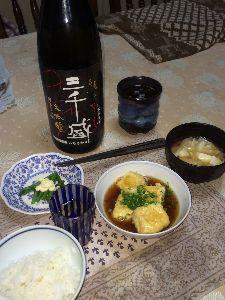 お酒の飲み方 (^ω^)明けおめ〜 すっ!  新春の酒は福井の「凡」ちゅう酒ですねんっ♪。 明日から岐