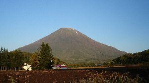月曜日の楽しいバドミントン(^_^)ノ月バド 今日は札幌中学校だよ! 10月だね~早いね~(^。^;)
