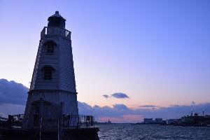川西市周辺で女友達&彼女になってもいい方いませんか~ 堺市 昨日の「旧灯台の夕焼け」の風景です。 天気が良かったので綺麗な夕焼けを撮りたかったのですが、雲