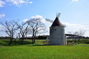 川西市周辺で女友達&彼女になってもいい方いませんか~ 兵庫県三田市 「淡路風車の丘」の風車です。 三田なのに淡路って、・・・・・  撮影は昨日(30日)に