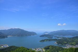 川西市周辺で女友達&彼女になってもいい方いませんか~ 舞鶴市 五老岳公園の展望台から見た舞鶴湾です。 青空の下、綺麗な風景が見る事が出来ました。