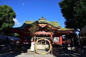 川西市周辺で女友達&彼女になってもいい方いませんか~ 池田市 昨日は 呉服神社で暑気払いの「茅の輪くぐり」がありました。