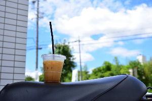 川西市周辺で女友達&彼女になってもいい方いませんか~ 暑いので近くのコンビニのアイスコーヒーで一休み・・・・