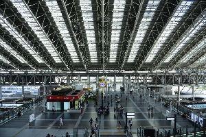 川西市周辺で女友達&彼女になってもいい方いませんか~ 大阪 大阪ステーションシティ「時空の広場」です。