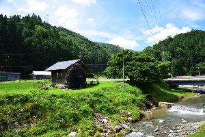 川西市周辺で女友達&彼女になってもいい方いませんか~ 京都府美山町 水車のある風景です!