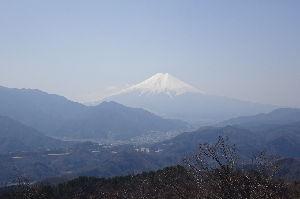 奥多摩ファン集合! 【高川山】 3月31日山梨県大月市の高川山に登って来ました。 中央本線初狩駅下車、車道を墓地に沿って