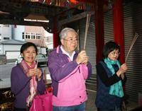 消費税還元セール禁止法は憲法違反 台湾、日本人への親しみ浸透    各地で慰霊、教科書やアニメで功績紹介も     台湾・新竹市で続く