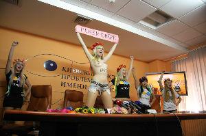ウクライナ ロシアに抗議するウクライナの美女