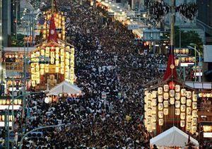 映画や海外ドラマ、特撮など、語り合いましょう (^o^) わざわざ暑い京都にお帰りやすぅ~ 山鉾巡行は前祭の宵山ですね。 千年以上前とは言わないけど、昭和の時