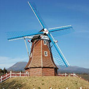 書き込み隊 どっか~ん!2  群馬「大胡ぐりーんふらわー牧場」ここにもでっかい風車がありました