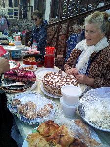 バンコクで一人暮らし始めました 今日は週1回開かれる Friday market 別荘地区のおばちゃんが手づくりスイーツや ちょっと