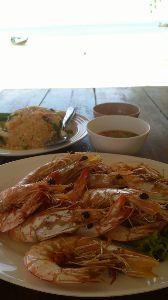 バンコクで一人暮らし始めました 焼いた海老を貸切ビーチで食べる、これ最高の幸せなり (あー、社会復帰できるかな?)