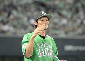 俊足巧打!明石健志. #36 笘篠コーチの好判断もあったが、細川のシングルヒットで一塁から一気に本塁生還! http://tv.p
