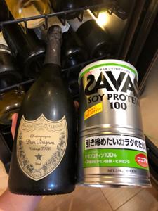 3776 - (株)ブロードバンドタワー 僕は ドンペリにこちらのプロテインを混ぜて飲んでいます(嘘です。笑)少し遊んで見ました😆  牛乳と混