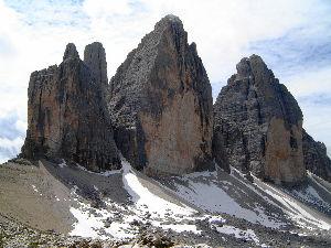 ヨーロッパの小さな町と村 トレチーメハイキングのご紹介を書きました。 http://guide.travel.co.jp/ar