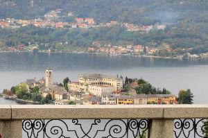 ヨーロッパの小さな町と村 イタリア湖水地方の小さな町 オルタ湖湖畔の世界遺産がある街・オルタ・サン・ジュリオの記事を書きました