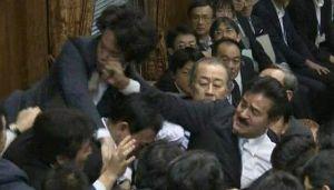 宮崎駿がラジオで安倍首相、百田尚樹を「ナルシシズム」と批判! 安倍首相の支持率=「国会での暴力」の支持率  自民党の支持率 =「国会での暴力」の支持率  安倍内閣
