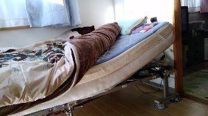 グチの壺 常にこの状態で寝ている(>_< ) たぶん、一生真っ平らでは寝れないんだろうね&hell