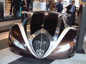 トルコ旅行 パリ未来の自動車