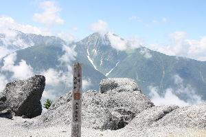 神奈川発 山歩き初心者の集い 皆さん、登ってますね(^O^)  石老山は相模湖ICの行き帰りに登山口の前を通りますが、 家からだと