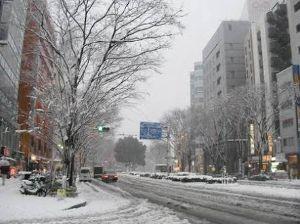 楽しく行こっ♪ めずらしい   まるで雪国      此処関東  先日の雪凄かったね まだ道の端に残ってるし また来
