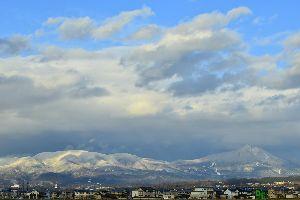 大型新人演歌歌手・津吹みゆ 津吹(つぶき)みゆ 「会津・山の神」  今年は新人、津吹みゆの活躍が目立ちました。 会津若松・一日駅