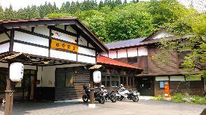 「隠れ家」を見つけに・・ 教えてもらった日景温泉行って来た。  乳白色の温泉は、津軽弁で「あずましい」だ。 露天もいい感じ・・