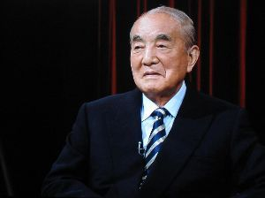 ニュース textream 何人かの衆議院議員(27日現在)が 高齢を理由に政界引退を表明した。 そのかたたちにくらべて、 息子