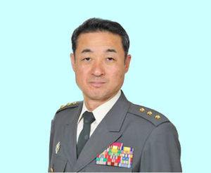 ニュース textream 初代 陸上総隊司令官を受命した陸軍中将の小林 茂でございます。 日本国防陸軍は 「なんでも屋」とか「