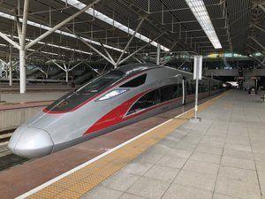 《 窓 梅 神 社 》 中国の広州・深センと香港を結ぶ「広深港高速鉄道」が23日開業し、中国の高速鉄道が初めて香港に乗り入れ