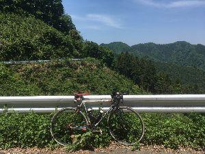 OO 自転車に乗ろう3 OO そしていつものあきる野セブンで、ガリガリマンゴーと丸ごとバナナで栄養補給したのが44km、11時少し