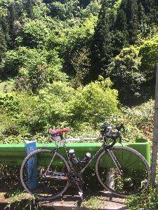OO 自転車に乗ろう3 OO ちょっとこの写真じゃイメージ湧かないから、目下大渋滞中の小仏峠の下のこのそばから撮った写真を・・・