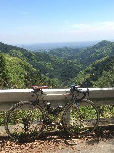 OO 自転車に乗ろう3 OO 風張に上るチャリダーを横目に、いつもの入山峠を越えて、高尾山にやってきましたー(o^^o)  バス停