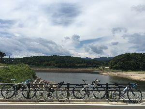 OO 自転車に乗ろう3 OO 翌日は、猪苗代湖スタートのトライアスロン大会を避けて、磐梯吾妻スカイラインを目指すことで8時半に集合