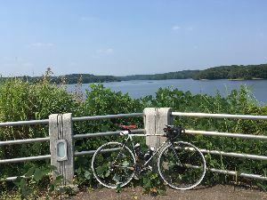 OO 自転車に乗ろう3 OO アスファルト灼熱地獄恐るべし!? 多摩湖を3周して、帰り道の8kmがつらかったー(@_@)  木陰の