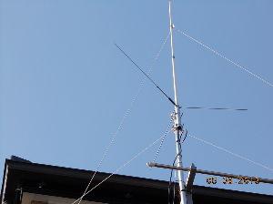 アマチュア無線 CQ。。。出しも回答なし アンテナ が悪いか 声が悪いか? 高く上げると 強風に負ける  そこで 移