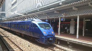 鉄道写真投稿 マイルを使い、九州旅行  まずは博多駅にてソニック