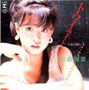 ♥歌姫伝説♥ 80'アイドル界のトップに君臨していた松田聖子。向かう所敵なし状態だった。明菜は遅れて8