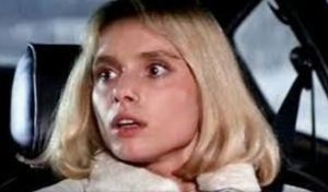 Nativity in Black 冬のボンドカー といって思い出す チェロケース があります。  007 The Living Day