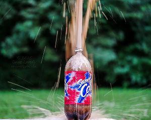 7201 - 日産自動車(株) コーラを振ったボトルを逆さにすると泡と共にコーラが噴き出して大変な事になる…それを寝
