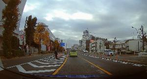 ドライブレコーダー 迷写真 車線変更違反の取り締まり、ご苦労様です。 でも…、迷って車が突っ込んで来たら危ない!