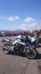 刀 元気ですか! 箱根に行って来ました。昼頃は凍結もなく路面温度が低いのに注意すれば気分よく走れます。事故が多い場所の