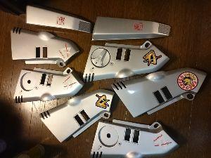 刀 元気ですか! ステッカーを貼り終えました。 天気の良い日にクリアを塗装します。