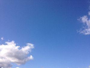 アビダンマについて 海と空と芝生と、  空飛べたら気持ちいいのかな  寒いかな