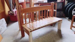 ☆いろはにこんぺいと☆ こんばんは😀  今日は朝から雨で倉庫の中を整理していました😃  使わないベッドの柱を使って椅子を作り