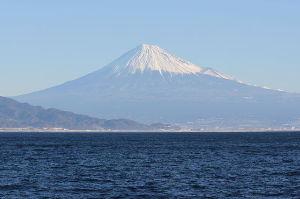 明るい日本 べつに富士を信仰するものではないが、葛飾北斎は想像力のたくましい人であったに違いない。