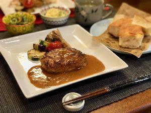 日本為替協会埼玉支部の社員食堂で愛を叫ぶ❗ 今晩の献立は。。。  ちゅん特製ハンバーグ きゅうりとなすのマリネレモン風味 ポテトサラダ スープ