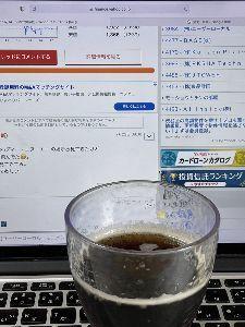 3984 - (株)ユーザーローカル 久しぶりの贅沢🐹  冷蔵庫に入っている、嫁が買ってきたコーラを1杯 失敬して、戦略的な休息を。。