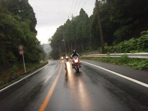 buellが好き、バイクが好き意見ください。 本日も元気に行ってきました朝駆け 今日はBUELL2台・CB1300・Vストームの4台 前夜の雨でル